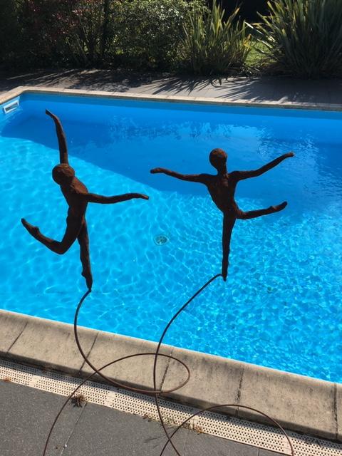 Tout en courbes et mouvements : les sculptures d'AnneCutzach
